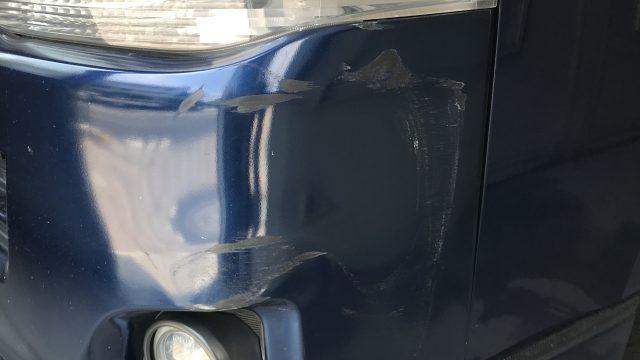 トヨタ ハイエース フロントコーナーパネル修理 バンパー交換