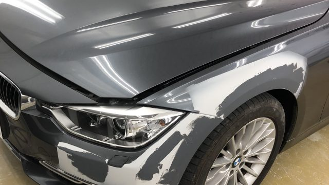BMW  320i  フロントフェンダー、フロントバンパー、リヤバンパー修理 [見積もり書付き]
