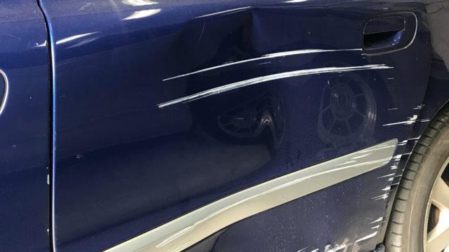 ボルボ V70 リヤドア リヤフェンダー修理