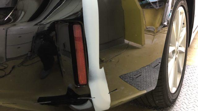トヨタ プリウスアルファ リヤバンパー修理