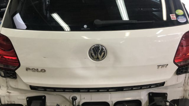 VW Polo バックドア交換 リヤバンパー交換