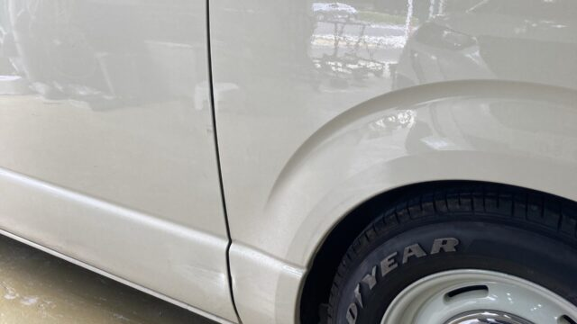 [見積書付き] トヨタ ハイエース スライドドア リヤフェンダー修理